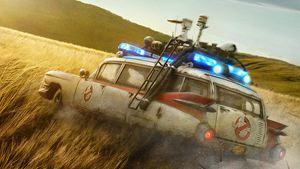 """Fast wie früher: Neues """"Ghostbusters: Legacy""""-Bild zeigt die Geisterjäger in Montur – inklusive Kultmobil!"""