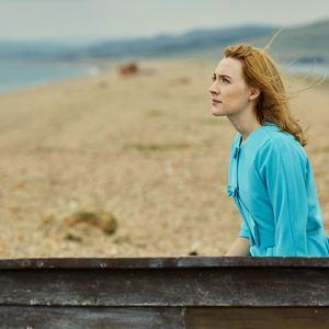 Am Strand : Bild Saoirse Ronan