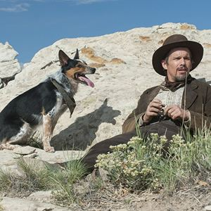 In A Valley Of Violence : Bild Ethan Hawke
