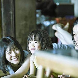 Shoplifters - Familienbande : Bild Mayu Matsuoka, Miyu Sasaki, Sakura Andô