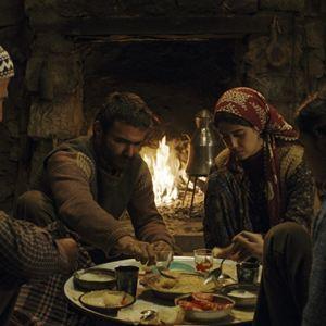 A Tale Of Three Sisters : Bild Cemre Ebuzziya, Helin Kandemir, Kayhan Açikgöz, Müfit Kayacan