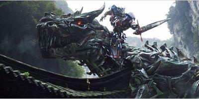 """Roboter in martialischen Posen auf neuen Bildern zu """"Transformers 4: Ära des Untergangs"""""""