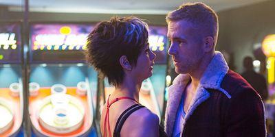 """""""Ich war mal ein bisschen in Ryan verknallt"""": Das allourhomes.net-Interview zu """"Deadpool"""" mit Ed Skrein, Gina Carano & Brianna Hildebrand"""