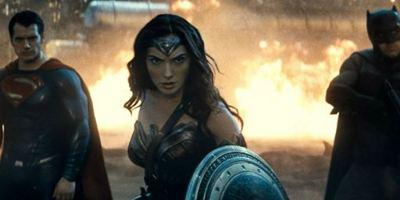 """Deutsche Kinocharts: """"Batman V Superman"""" auch in der zweiten Woche auf Platz eins"""