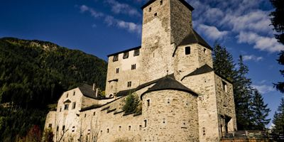 """""""Burg Schreckenstein"""": Exklusive Posterpremiere zur Verfilmung der Buchreihe"""