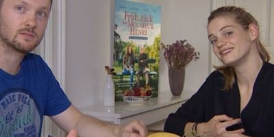 """""""Die Wohnungen in Paris sind eben sehr teuer"""": Das allourhomes.net-Interview zu """"Frühstück bei Monsieur Henri"""" mit Noémie Schmidt."""