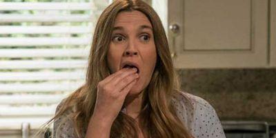"""""""Santa Clarita Diet"""": Drew Barrymore wirbt im ersten Promo-Video für gute Ernährung aus leckeren Menschen"""