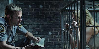 """""""Pet"""": Im deutschen Trailer zum Psycho-Thriller hält ein """"Herr der Ringe""""-Star seine alte Flamme in einem Käfig gefangen"""