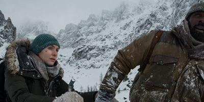 """Erster Trailer zum Katastrophen-Drama """"Zwischen zwei Leben - The Mountain Between Us"""" mit Kate Winslet und Idris Elba"""