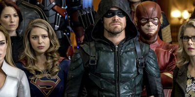 Nazi-Versionen von Supergirl, Arrow und The Flash auf fast 100 Bildern und im Trailer zum Crossover der DC-Serien