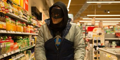 """Superheld im Supermarkt: Erster Trailer zur Helden-Satire """"Lux - Krieger des Lichts"""""""