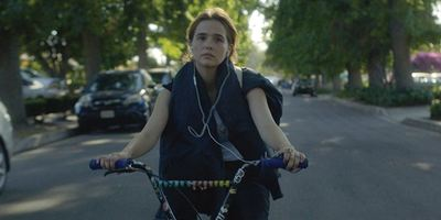 "Neuer Trailer zur Hipster-Coming-Of-Age-Komödie ""Flower"" mit Jungstar Zoey Deutch"