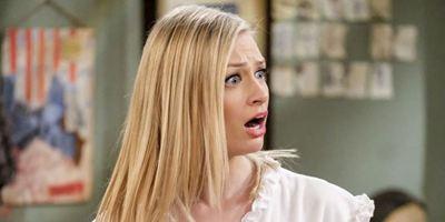 """""""The Big Bang Theory"""": Erste Bilder zum Gastauftritt von """"2 Broke Girls""""-Star Beth Behrs"""