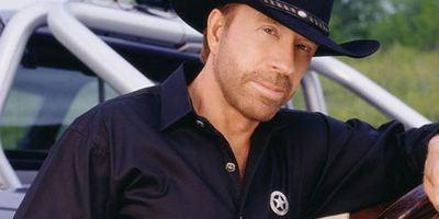 Wir würden die Kohle an ihrer Stelle ja lieber freiwillig rausrücken: Chuck Norris verklagt Produzenten auf 30 Millionen Dollar