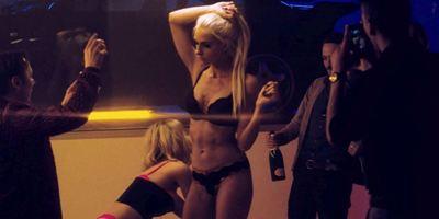 """Verbotene Liebe""-Star Kim Riedle im Trailer zu ""Back For Good"""