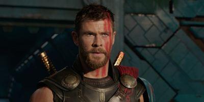 """Chris Hemsworth oben ohne im Regen: Erste Bilder zum Thriller """"Bad Times At The El Royale"""""""