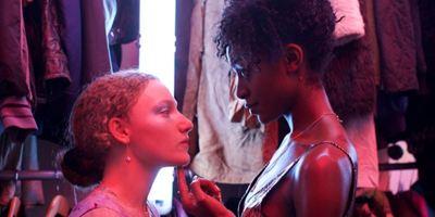 """Bald auf Netflix: Erster Trailer zur Young-Adult-Serie """"Kiss Me First"""""""