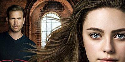 """Im neuen Trailer zum """"The Originals""""-Spin-off """"Legacies"""" setzt eine Hexe ihre Ex in Brand"""
