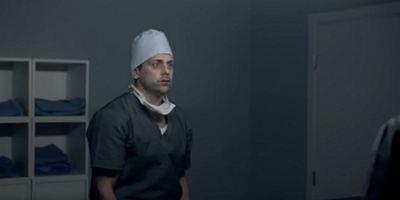 """Blutdurst zur Trauma-Bewältigung: Im Trailer zu """"Painkillers"""" wird ein Familienvater zum Vampir"""