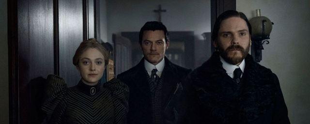 """""""The Alienist"""": Neuer abgründiger Trailer zur Serienkiller-Serie mit Daniel Brühl, Dakota Fanning und Luke Evans"""