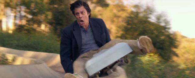 """Ein Freizeitpark mit Freibier und Grizzlybären: """"Jackass""""-Stars Johnny Knoxville und Chris Pontius im Trailer zu """"Action Point"""""""