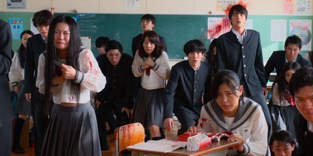 """Tödliche Spielesession im neuen Trailer zu Takashi Miikes Schul-Horror """"As The Gods Will"""""""