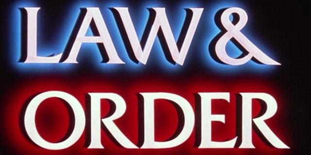 """""""Law & Order True Crime: The Menendez Murders"""": Erster Trailer zum Anthologie-Ableger über reale Mordfälle"""
