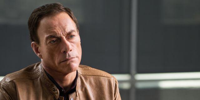 """""""Jean-Claude Van Johnson"""": Im neuen Teaser schmiedet sich Jean-Claude Van Damme ein eigenes Denkmal"""