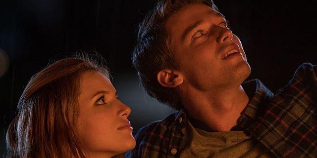 """Deutscher Trailer zu """"Midnight Sun"""": Bella Thorne verliebt sich in Patrick Schwarzenegger"""