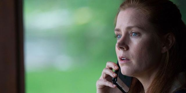 "Hitchcock lässt grüßen: Amy Adams spielt Hauptrolle in Joe Wrights Thriller ""The Woman In The Window"""