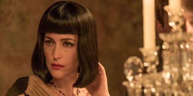 """Hat nichts mit Architektur zu tun: Deutscher Trailer zur Agatha-Christie-Adaption """"Das krumme Haus"""" mit Gillian Anderson"""