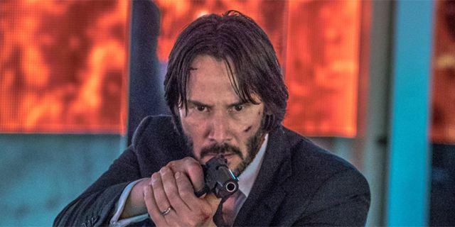 """Killer zu Pferde: Keanu Reeves reitet auf neuem Bild zu """"John Wick 3"""" durch den Verkehr"""