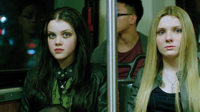 """Abigail Breslin und Georgie Henley ermorden ihre Mutter im deutschen Trailer zum Thriller """"Perfect Sisters"""""""