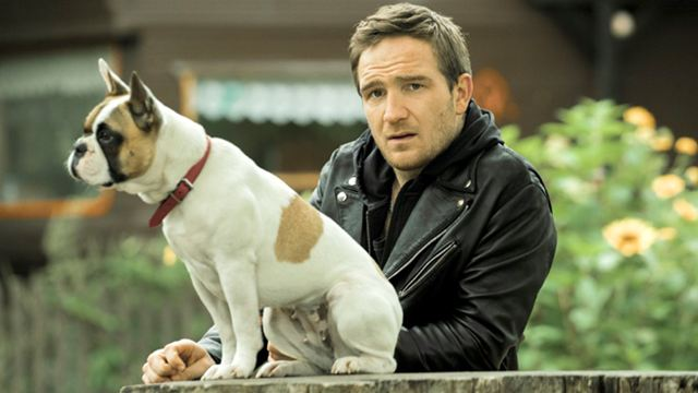 """Katzenliebhaber wegschauen: Im ersten Trailer zu """"Wuff"""" ist Frederick Lau auf den Hund gekommen"""