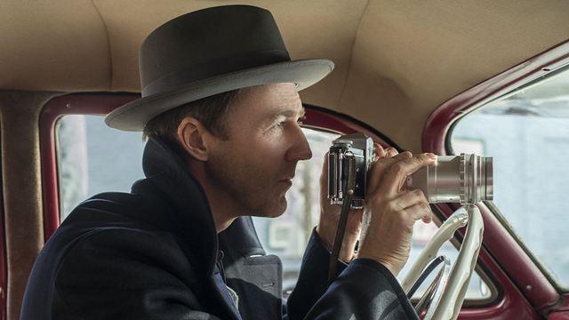 """Deutscher Trailer zu """"Motherless Brooklyn"""" von und mit Edward Norton: Endlich mal wieder ein guter Bruce-Willis-Film?"""