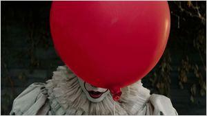 """""""Stephen Kings Es"""": Erster Teaser und Poster sorgen mit rotem Ballon und düsterem Abwasserkanal für Grusel-Stimmung"""