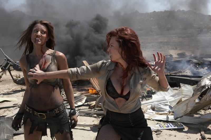 Что вытворяли боевики с девушками видео