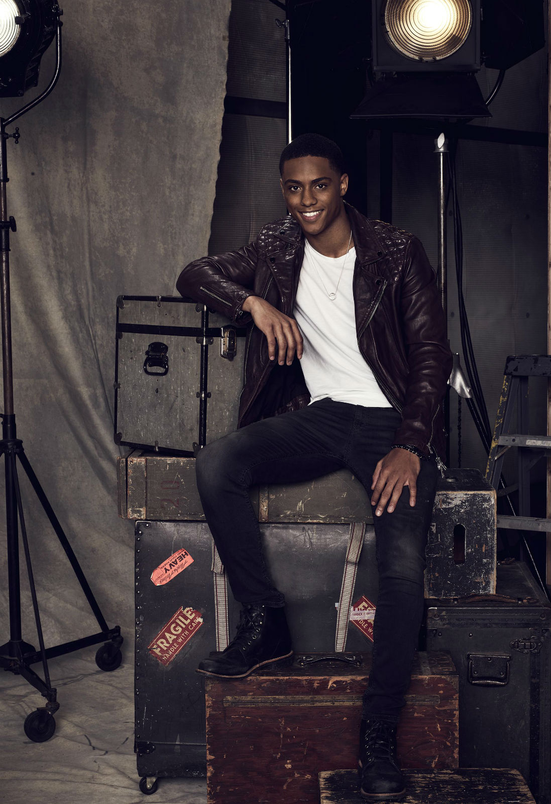Famous In Love Staffel 1 : Bild 11 von 19 mit Keith Powers ...