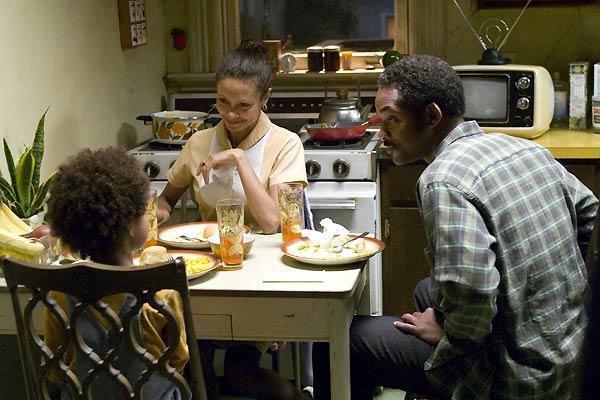 Das Streben nach Glück : Bild Jaden Smith, Thandie Newton, Will Smith