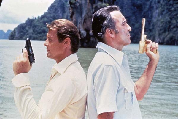 James Bond 007 - Der Mann mit dem goldenen Colt : Bild Christopher Lee, Roger Moore