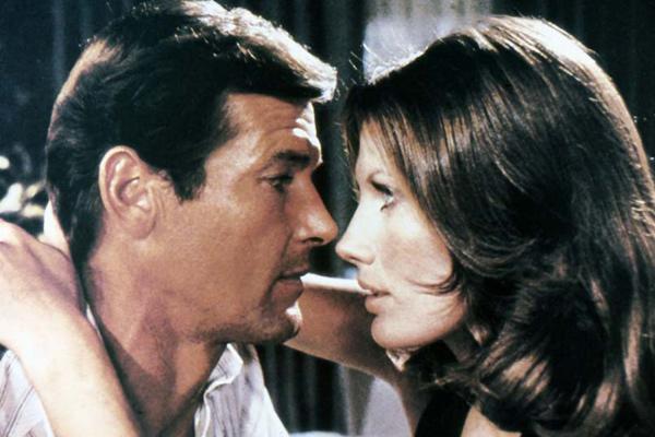 James Bond 007 - Der Mann mit dem goldenen Colt : Bild Maud Adams, Roger Moore