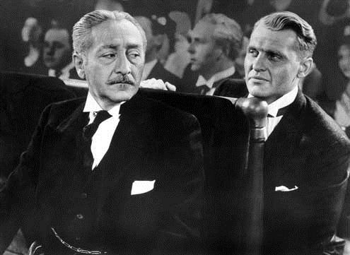 Forbidden : Bild Adolphe Menjou, Frank Capra, Ralph Bellamy