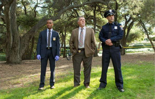 Bild Bruce McGill, Jordan Bridges, Lee Thompson Young