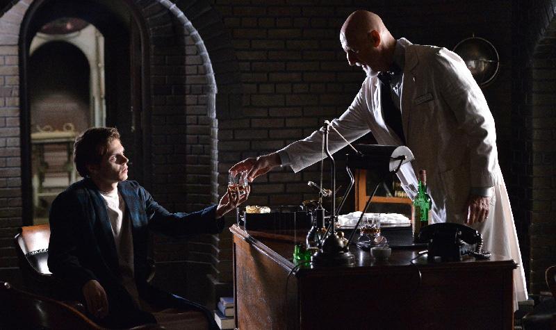Bild Evan Peters, James Cromwell