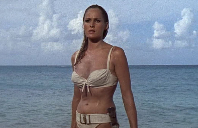 """Honey Ryder (Ursula Andress) in """"James Bond 007 jagt Dr. No"""""""