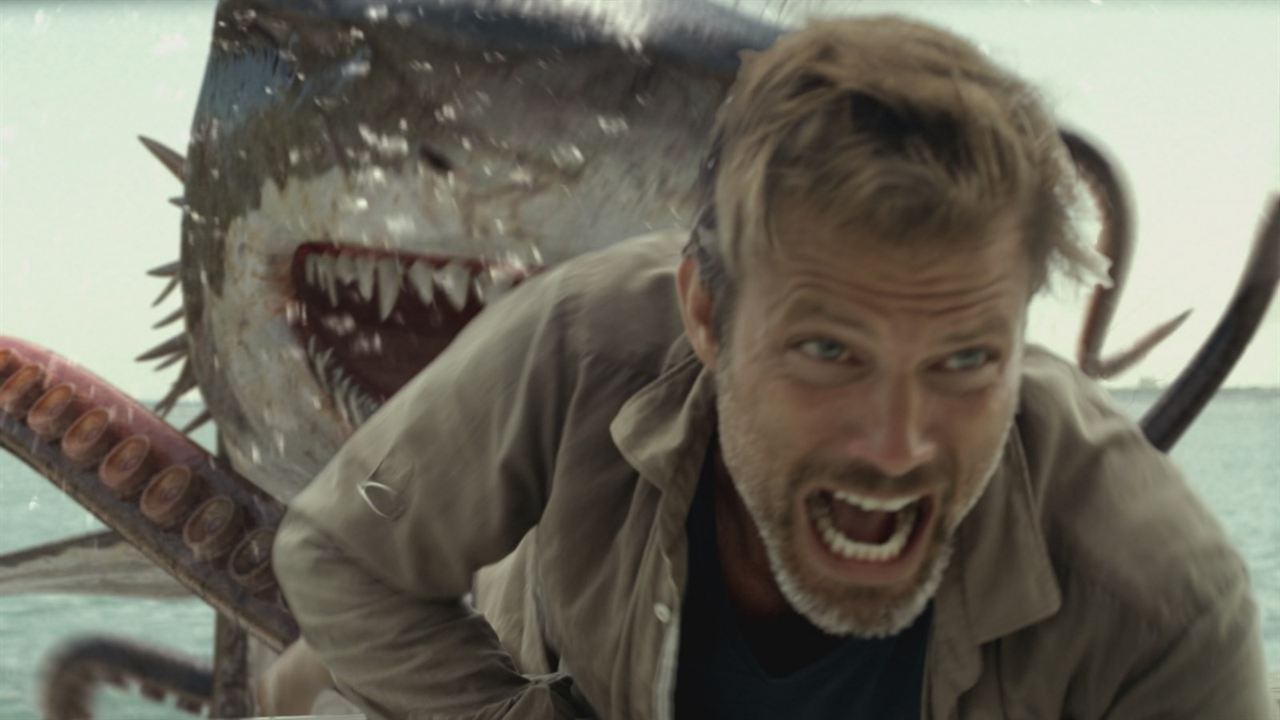 "Casper Van Dien in Gefahr in ""Sharktopus Vs. Whalewolf"""