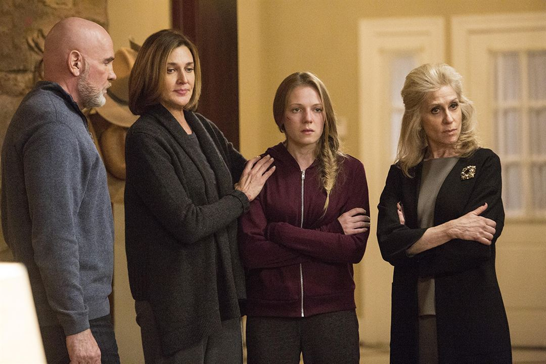 Bild Brenda Strong, Judith Light, Julie Gonzalo, Mitch Pileggi