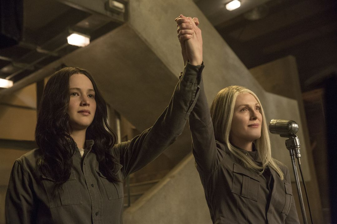 Die Tribute von Panem 3 - Mockingjay Teil 1 : Bild Jennifer Lawrence, Julianne Moore