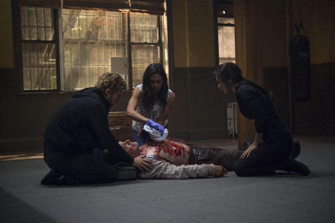 Bild Finn Jones, Jessica Henwick, Olek Krupa, Rosario Dawson