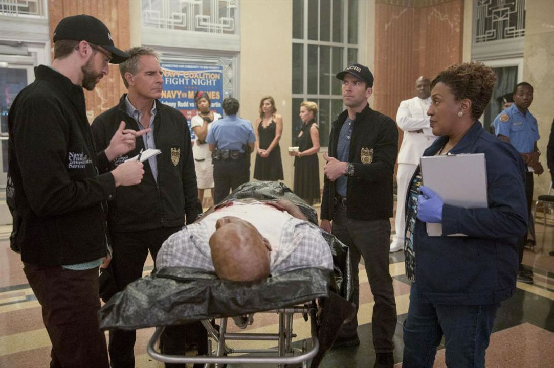 Bild CCH Pounder, Lucas Black, Rob Kerkovich, Scott Bakula